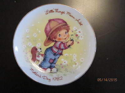 Mothers Day Plate - Crafted For Avon 1982 - 'little Things Mean Alot'