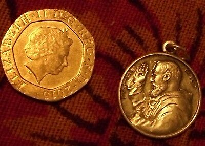 SAINT (PADRE) PIO  - ROUND  MEDAL 'Pray for us' - church stigmata Jesus Mary