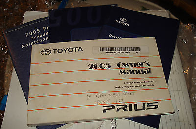2005 Toyota Prius Owners Manual Packet Set