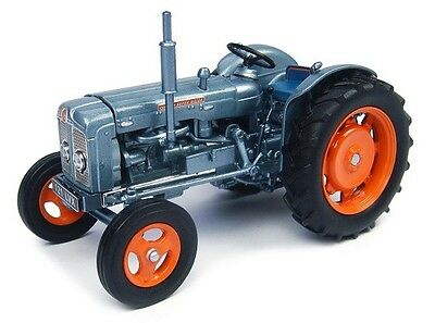 Universal Hobbies - 4882 Fordson Super Major Launch Edition 1:32 Scale.