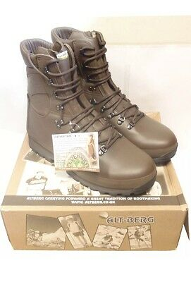 Altberg Defender Boots  (Size 8) medium