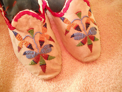 Native American Late 1800's Santee Sioux Moccasins. OH HOW NEAT!