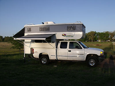 2001 GMC Sierra 2500 SLE 2001 GMC Sierra 2500HD 4x4 Extended Cab with 2006 Outfitter Truck Camper