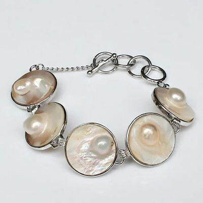 Fascinating Vogue style jewelry white pearl round bracelet 8 inches.+box