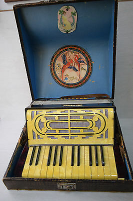 Vintage Collectible CARSINI Piano Accordion 32 Bass Nacre Front With Hard Case