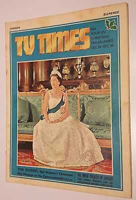 TV Times No 582 December 22nd 1966 - The Queen cover