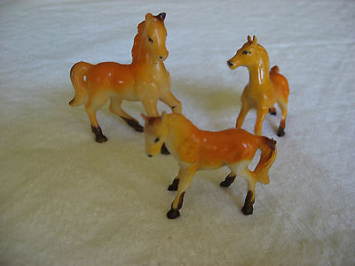 Vintage family set of 3 small plastic horses