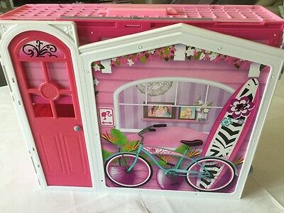 **Reduced price** Folding Barbie Glam Vacation House and furniture