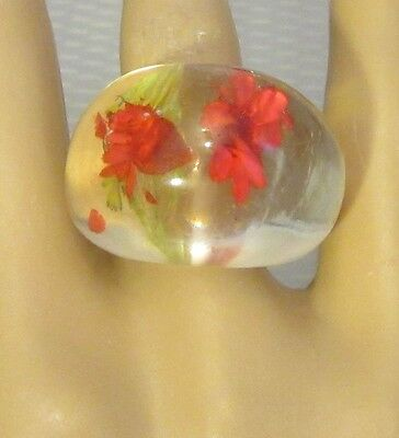 60s vtg mod LUCITE PLASTIC BUBBLE RING sz 8 clear chunky dome embedded red rose