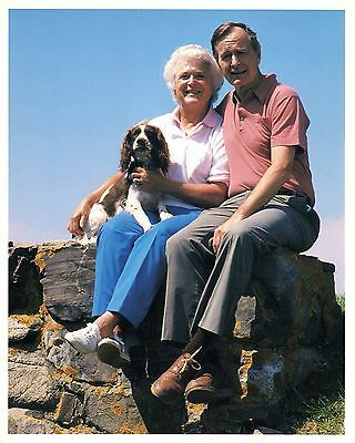 President George & Barbara Bush with their dog 8 x 10 excellent condition