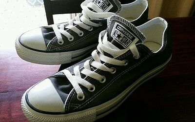 Converse Shoes unisex Mens size 7 Ladies size 9 Brand New
