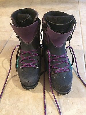 Scarpa Vega Mountaineering Boots size 6
