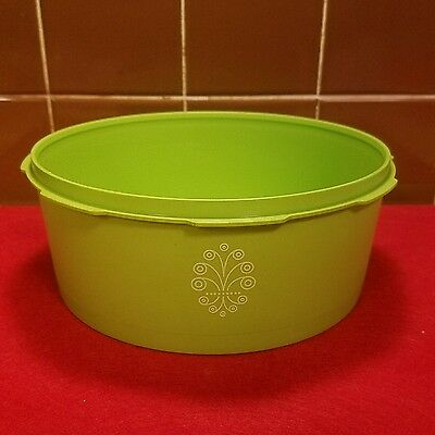 """Vtg. Retro Tupperware #1204 Green Servalier Stacking Canister With Emblem 7 3/4"""""""