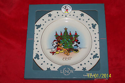 Lenox 1998 Annual Limited Edition Disney Christmas Trio Mickey and Minnie Plate