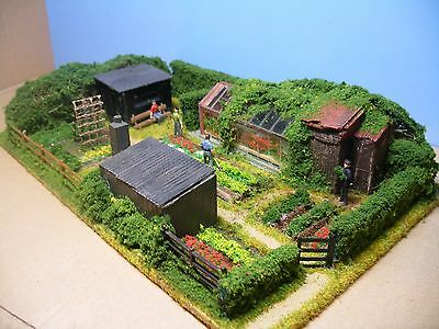00: ALLOTMENTS.  Diorama by 'Trackside-Scenes'.