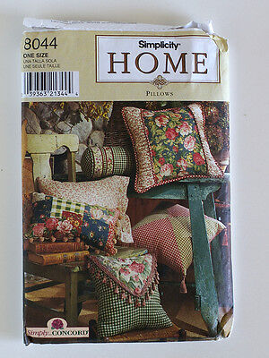 Sewing Pattern SIMPLICITY  HOME PILLOWS ONE SIZE UNCUT