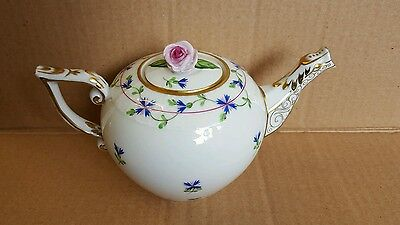 HEREND small teapot. lid with Rose