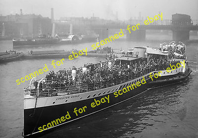 """Photo - """"Crested Eagle"""" paddle steamer leaving Old Swan pier, May 1926"""