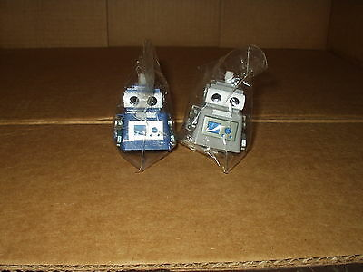 NEW Lot of 2 Toysmith Wind-up Never Fall Robot Item # 2797 HANS NO.2K-014(toys