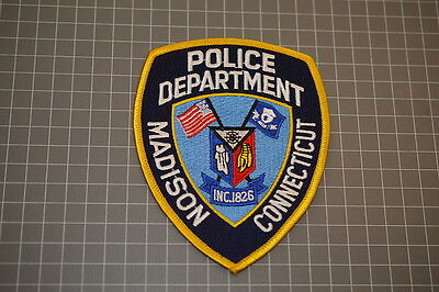 Madison Connecticut Police Department Patch (B17-A)
