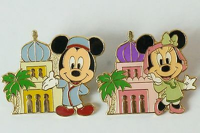 Tokyo Disney Resort Game Prize Pin With A Palace Mickey & Minnie