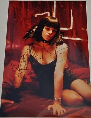 """Billie Piper Signed 12"""" x 8"""" Colour Photo Secret Diary Of A Call Girl Dr Who"""
