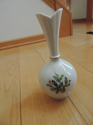 LENOX USA CHRISTMAS HOLIDAY HOLLY W/ BERRIES Flower Vase