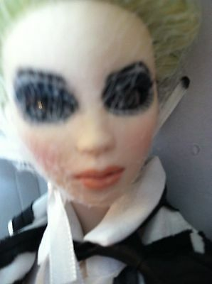 "Tonner Tim Burton's Ms.BEETLEJUICE 16"" Vinyl Doll in Ensemble +Stand +Box LE 500"
