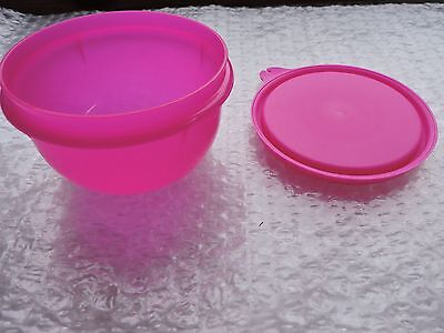 Tupperware 8 ounce Little Bowl +FREE SHIPPING, Color ELECTRIC PINK