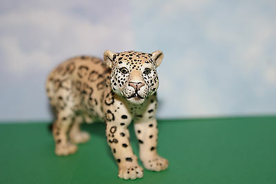 Leopard Adult Female by Schleich Animal Figure 2002 Retired