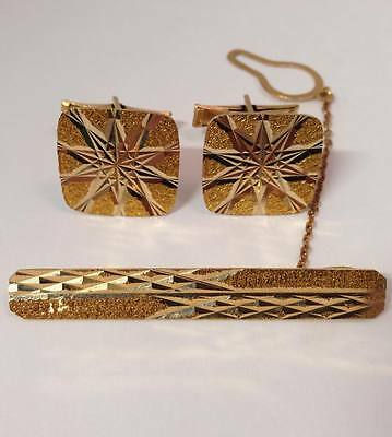 Sophisticated 18K Gold Cufflinks and Tie Bar Set