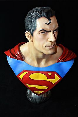 Superman Scale Bust Exclusive Statue Dc