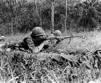 "Soldiers fire on Thon La Chu during Tet Offensive 8""x 10"" Vietnam War Photo 101"