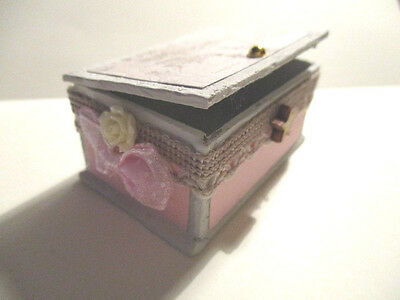 Dolls House Miniature 1/12 Scale Shabby Chic Trunk Bb