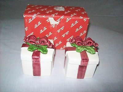 Pair of Fitz and Floyd Christmas Holly Lidded Boxes