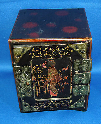 A beautiful Oriental lacquered wooden three drawer jewellery or desktop casket