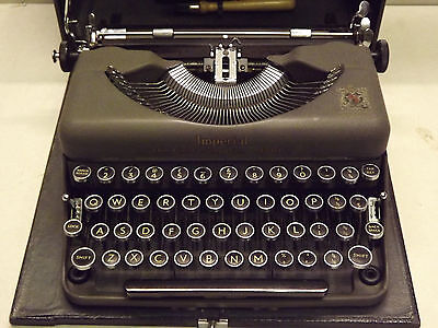 Vintage Imperial Good Companion Model 'T' Typewriter ~ Superbly Clean!