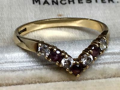 Lovely Vintage 9ct Gold and Garnet Ring with a V feature Size N /O