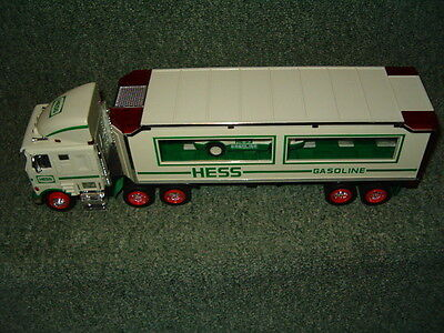 Hess 1997 Toy Truck And Racers Lighted Semi Truck 18 Wheller