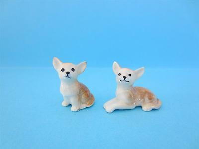 NEW TWO DOG CHIHUAHUA SITTING & CRAWLING FIGURINE  THEY ARE ADORABLE *Mint*