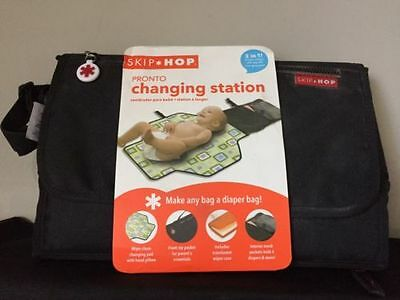 Skip Hop Baby Pronto Portable Changing Station  2 in 1 Clutch w/zip off Pad