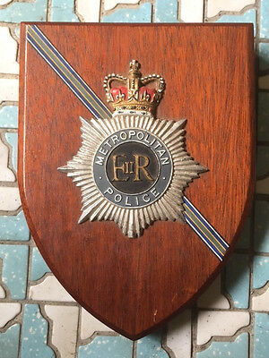 ERII 1950s METROPOLITAN POLICE LONDON UK WOOD SERVICE BADGE PLAQUE