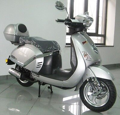 NEW 125cc SILVER LAMBRETTA MOTORCYCLE MOTORBIKE SCOOTER MOPED NO PREV OWNERS!