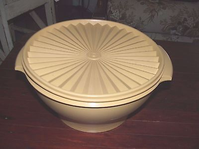 tupperware harvest gold servalier salad mixing bowl  good condition