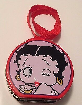 Betty Boop Tin Metal Tote with quick snap lock & carry strap 1998 King Features.