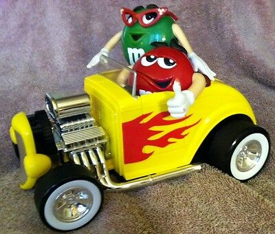 """M&M's COLLECTIBLE FULLY BLOWN HOT ROD ROADSTER CANDY DISPENSER """"Cuzin w His Gal"""""""