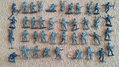 Lot of 40 Vintage Plastic Toy Soldiers German Germany WWII