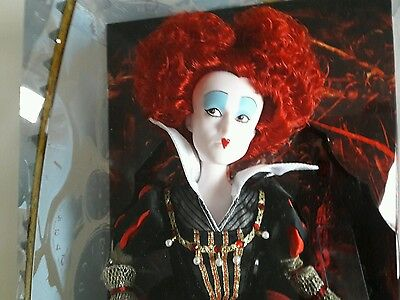 Poupée Reine Rouge Disney store Alice through the looking Glass collection film