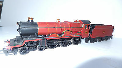 """Hornby """"Harry Potter"""" steam loco , 5972 Hogwarts Castle, and 4 coaches/ 00 gauge"""