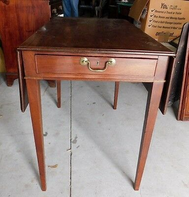 Hepplewhite Pembrooke Mahogany Table (English) W/ Drawer